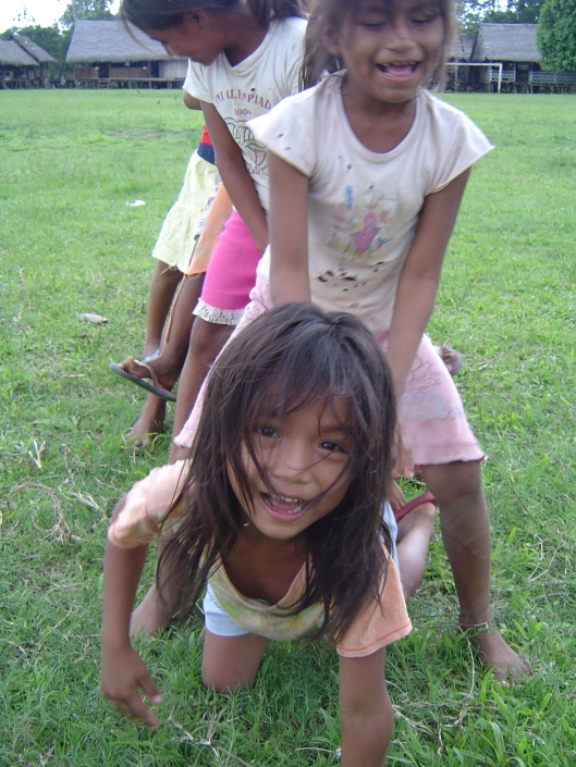 Amazon pueblo kids