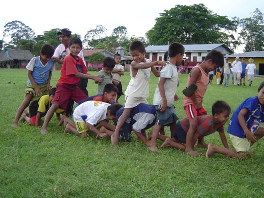 Amazon pueblo playing games