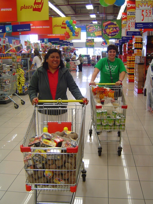 Grocery shopping - yanett and cindy